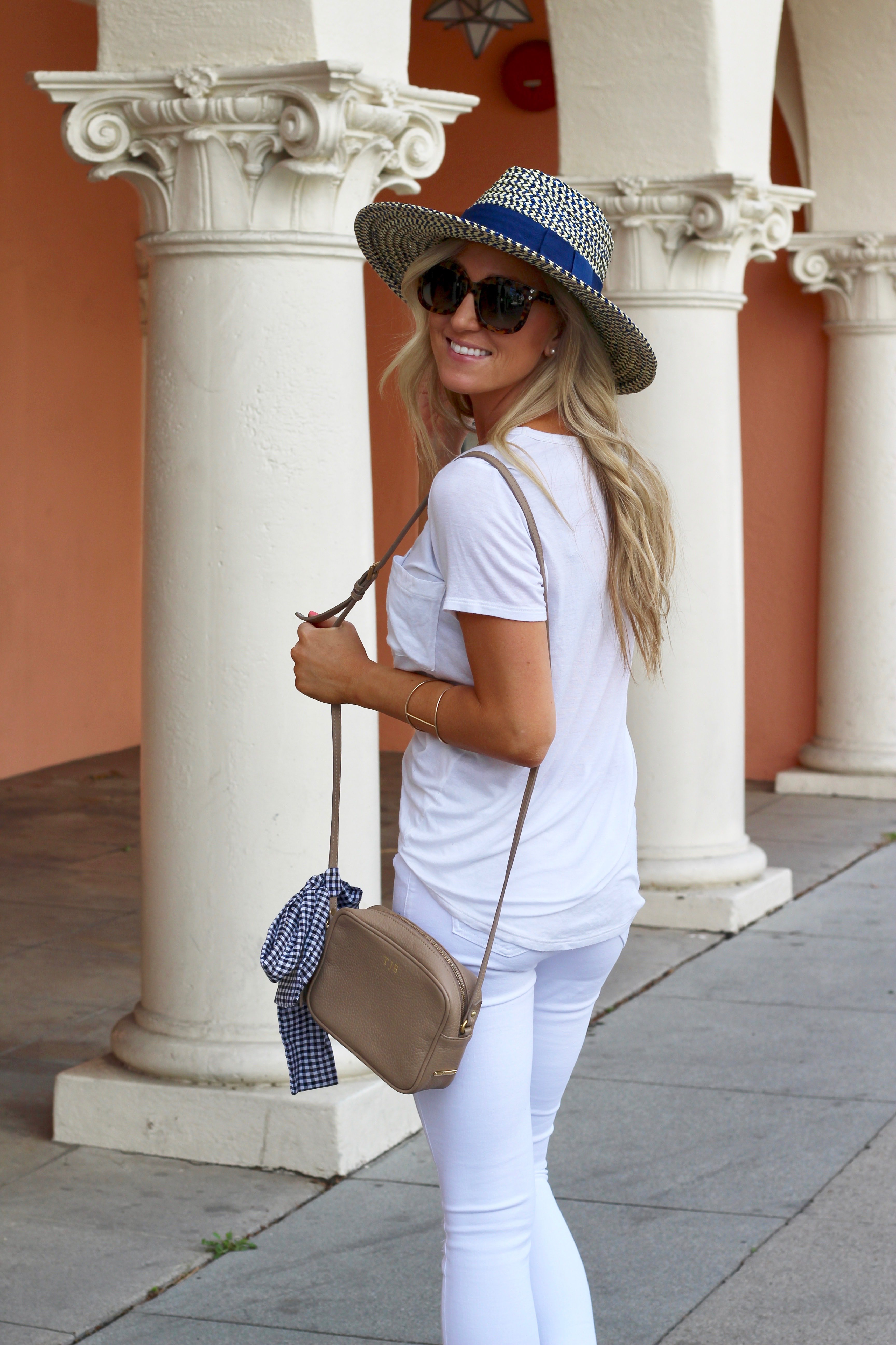 702d9f472a4a THE ONLY WHITE TEE + WHITE DENIM YOU NEED